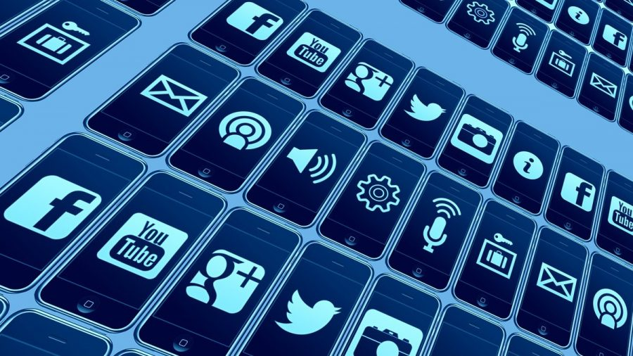 Social-Media-icons-on-phones-